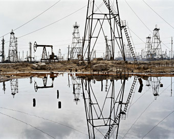 Edward Burtynsky - SOCAR Oil Fields #3, Baku, Azerbaijan, 2006, (from the series The End of Oil), 2012