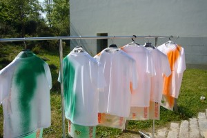 Katharina Grosse, Untitled, 2007. (Sprayed T-shirts, Serralves)
