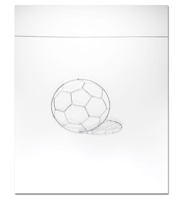 Vik Muniz, Soccer Ball (Pictures of Wire), 2012.