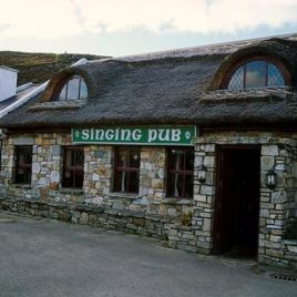Nan Goldin -The Singing Pub